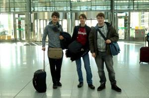 obligatorisches Gruppenfoto am Flughafen...