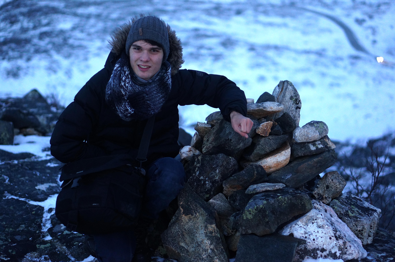 Die Hände geballt-  es war kalt, ob ihrs mir glaubt oder nicht.