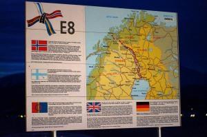 Ja, an dieser Eurostraße gab es Infotafeln. Viele. Ständig!