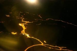 Nordnorwegen aus der Luft - Straßen in der Finsternis